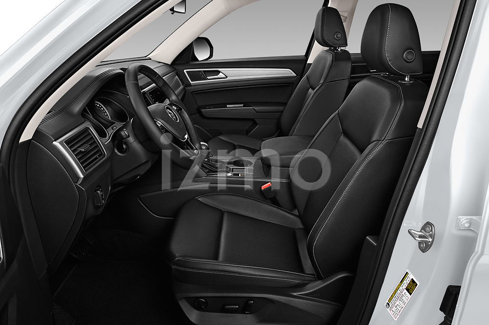 Front seat view of a 2019 Volkswagen Atlas SE 5 Door SUV front seat car photos