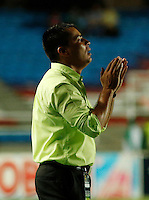 CALI -COLOMBIA-20-11-2014. Hector Cardenas técnico del Deportivo Cali gesticula durante partido con Aguilas Pereira por la fecha 2 de los cuadrangulares finales de la Liga Postobón II 2014 jugado en el estadio Pascual Guerrero de la ciudad de Cali./ Hector Cardenas coach of Deportivo Cali gestures during match against Aguilas Pereira for the second date of the final quadrangular of the Postobon League II 2014 played at Pascual Guerrero stadium in  Cali city.Photo: VizzorImage/ Juan C. Quintero /STR