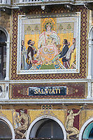 Italie, Vénétie, Venise: Palazzo Salviati sur le grand canal , siège de la verrerie Salviati, la façade est couverte de mosaïque de verre   // Italy, Veneto, Venice: