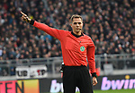30.11.2019,  GER; 2. FBL, FC St. Pauli vs Hannover 96 ,DFL REGULATIONS PROHIBIT ANY USE OF PHOTOGRAPHS AS IMAGE SEQUENCES AND/OR QUASI-VIDEO, im Bild Einzelaktion Querformat Schiedsrichter Robert Hartmann (Wangen) Foto © nordphoto / Witke