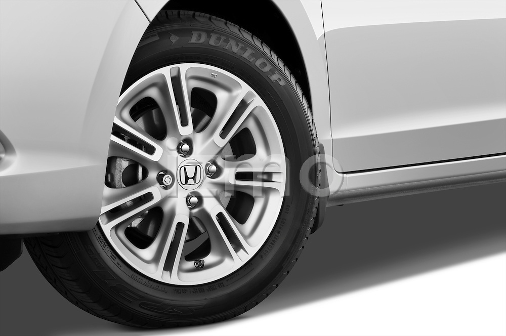 Tire and wheel close up detail view of a 2010 Honda Insight