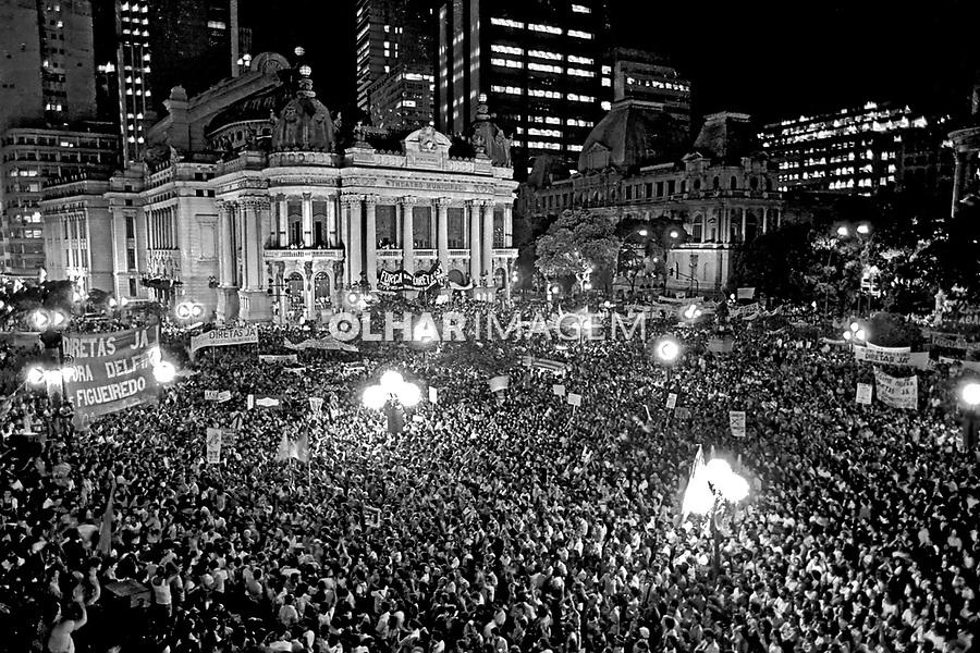 Comício da campanha por eleições Diretas Já. RJ. 1984. Foto de Cynthia Brito.
