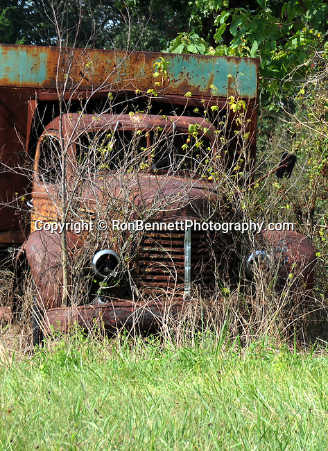 Antique vintage old truck Maryland, Antique truck, truck, old truck, Old truck, classics, vintages, antiques, Photojournalism provides visual support for stories, mainly in the print media, Fine Art photography are photographs that are created to fulfill the creative vision of the photographer, Fine art and stock photography by Ronald T. Bennett Photography ©, RonBennettPhotography.com, RonBennettPhotography.net, Fine Art Photography by Ron Bennett, Fine Art, Fine Art photography, Art Photography, Copyright RonBennettPhotography.com ©