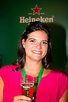 Engeland, London, 26 juli 2012.Olympische Spelen London.Opening Holland Heineken House.Anke de Carvalho De Dochter van Charlene de Carvalho-Heineken met een Heineken Biertje