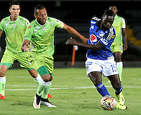 BOGOTA - COLOMBIA -17 -10-2015: Deiver Machado (Der.) jugador de Millonarios disputa el balón con Elkin Barrera (Izq.) jugador de Jaguares FC, durante partido entre Millonarios y Jaguares FC, por la fecha 16 de la Liga Aguila II-2015, jugado en el estadio Nemesio Camacho El Campin de la ciudad de Bogota. / Deiver Machado (R) player of Millonarios vies for the ball with Elkin Barrera (L) player of Jaguares FC, during a match between Millonarios and Jaguares FC, for the date 16 of the Liga Aguila II-2015 at the Nemesio Camacho El Campin Stadium in Bogota city. Photo: VizzorImage / Luis Ramirez / Staff.