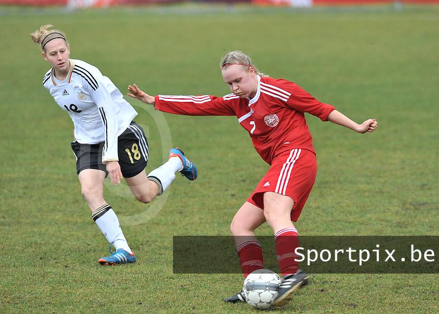 Denmark U17 - Germany U17 : 7 Christina Beck aan de bal voor 18 Saskia Matheis.foto Joke Vuylsteke / Vrouwenteam.be