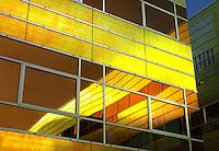 Reflectie in de ramen van een gebouw