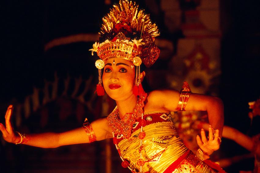 Balinese woman performing in a Ramayana Ballet, Ubud, Bali, Indonesia
