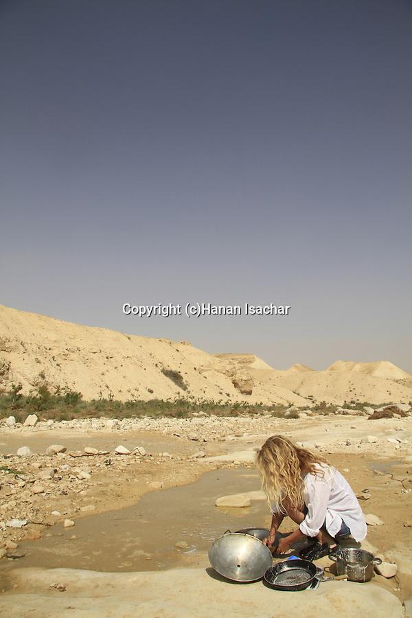 Israel, Negev, dishwashing in Nahal Akev