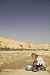 Israel, Negev, dishwashing in Nahal Akev