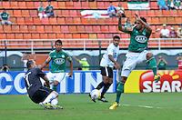 SÃO PAULO, SP, 24 DE FEVEREIRO DE 2013 - CAMPEONATO PAULISTA - PALMEIRAS x UNIÃO BARBARENSE: Vilson (d) durante partida Palmeiras x União Barbarense, válida pela 9ª rodada do Campeonato Paulista de 2013, disputada no estádio do Pacaembu em São Paulo. FOTO: LEVI BIANCO - BRAZIL PHOTO PRESS.