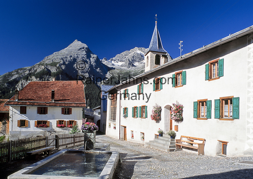 Schweiz, Graubuenden, Bergdorf Latsch im Albulatal | Switzerland, Graubuenden, mountain village Latsch at Albula Valley