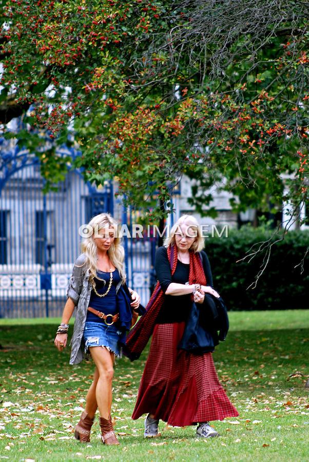 Mulheres no parque em Londres. Inglaterra. 2009. Foto de Vinicius Romanini.