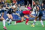AMSTELVEEN  - Maxime Kerstholt (Lar)  met Frederique Malefason (Pin) , hoofdklasse hockeywedstrijd dames Pinole-Laren (1-3). COPYRIGHT  KOEN SUYK
