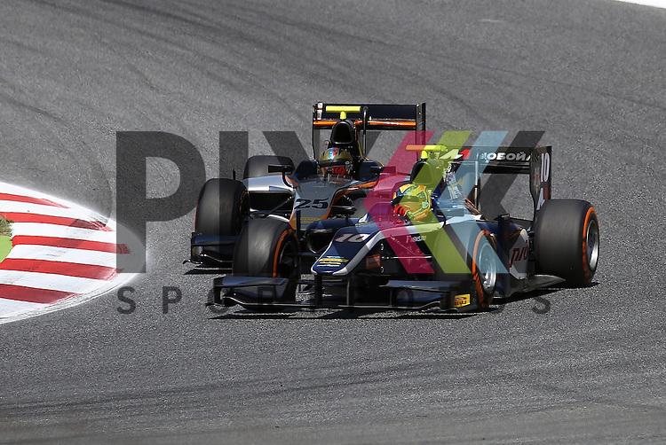 Barcelona, 08.05.15, Motorsport, GP2 Series Barcelona 2015 : Johnny Cecotto (Hilmer Motorsport, #25) &uuml;berholt Artem Markelov (Russian Time, #10)<br /> <br /> Foto &copy; P-I-X.org *** Foto ist honorarpflichtig! *** Auf Anfrage in hoeherer Qualitaet/Aufloesung. Belegexemplar erbeten. Veroeffentlichung ausschliesslich fuer journalistisch-publizistische Zwecke. For editorial use only.