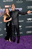 Susan Downey mit Ehemann Robert Downey Jr.bei der Weltpremiere des Kinofilms 'Avengers: Endgame' im Los Angeles Convention Center. Los Angeles, 22.04.2019