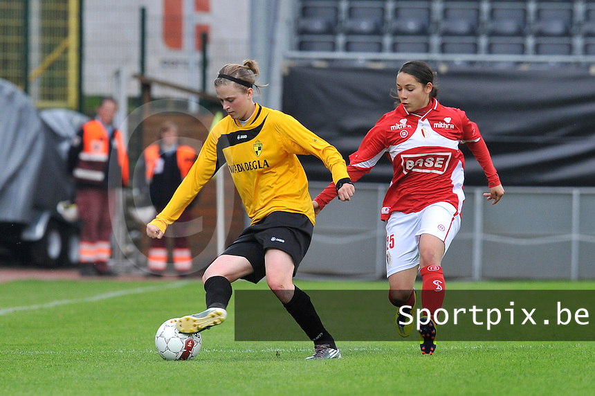 Bekerfinale 2012 : WD Lierse SK - Standard Femina :.Caroline Berrens aan de bal voor Lola Wajnblum.foto David Catry / Joke Vuylsteke / Vrouwenteam.be