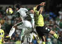 CALI- COLOMBIA -11 -12-2013: Andres Perez (Izq.), jugador de Deportivo Cali disputa el balón con Jefferson Duque (Der.) jugador del Atletico Nacional en durante del partido de ida por la final de la Liga Postobon II-2013, jugado en el estadio Pascual Guerrero de la ciudad de Cali. / Andres Perez (L), player of Deportivo Cali vies for the balla with Jefferson Duque (R) player of Atletico Nacional during a match for finals of the Postobon Leaguje II-2013 at the Pascual Guerrero Stadium in Cali city, Photo: VizzorImage  / Luis Ramirez / Staff.