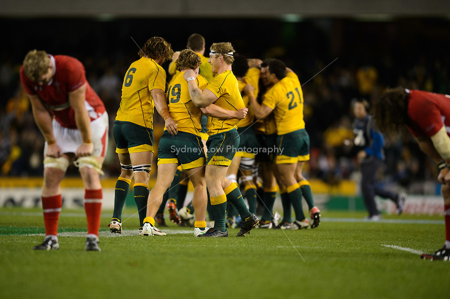 MELBOURNE, AUSTRALIA - JUNE 16: The Wallabies celebrate after winning the 2nd match of the Castrol Edge Rugby series between the Australian Wallabies and Wales at Etihad Stadium. (Photo Sydney Low / sydlow.com)..Contact zumapress.com for editorial licensing.