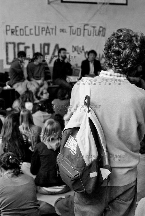 Milano, occupazione e autogestione del liceo Manzoni contro la riforma dell'istruzione. Studente con zaino in spalla --- Milan, occupation and self-management of Manzoni high school against the school reform. Student with backpack