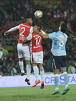 BOGOTA - COLOMBIA - 28-11-2015: Carlos Valdes (Izq.) y Juan Roa (Cent.) jugadoresde Independiente Santa Fe disputa el balón con Roberto Ovelar (Der.) jugador de Atletico Junior, durante partido por los cuartos de final partido de ida entre Independiente Santa Fe y Atletico Junior, de la Liga Aguila II-2015, en el estadio Nemesio Camacho El Campin de la ciudad de Bogota. / Carlos Valdes (L) and Juan Roa (C) players of Independiente Santa Fe struggles for the ball with Roberto Ovelar (R) player of Atletico Junior, during a match of quarter finals first round between Independiente Santa Fe and Atletico Junior, for the Liga Aguila II -2015 at the Nemesio Camacho El Campin Stadium in Bogota city, Photo: VizzorImage / Luis Ramirez / Staff.
