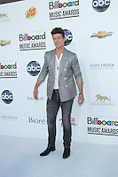 LAS VEGAS - MAY 20:  Robin Thicke arrives at the 2012 Billboard Awards at MGM Garden Arena on May 20, 2012 in Las Vegas, NV