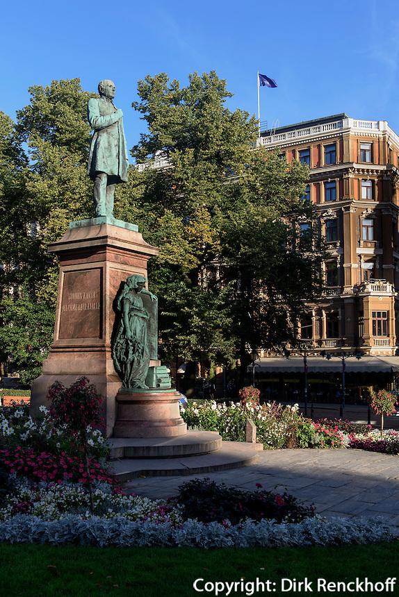 Denkmal Suomen Causa und Mamme Laulajalle im Esplanadenpark, Helsinki, Finnland