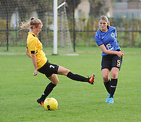 20161029 - ZWEVEZELE , BELGIUM : Zwevezele's Eva Deparck (L) and Club Brugge's Raquel Viaene (R)  pictured during a soccer match between the women teams of KSK Zwevezele and Club Brugge  , during the seventh matchday in the 2016-2017  Tweede klasse - Second Division season, Saturday 29 October 2016 . PHOTO SPORTPIX.BE | DIRK VUYLSTEKE