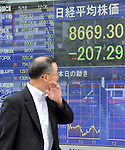 May 18, 2012, Tokyo, Japan - Tokyo stocks drop sharply Friday morning, May 18, 2012, sinking to a four-month low amid signs of growing instability among Spanish banks and political turmoil in Greece. The Nikkei Stock Average declined 207.29 points, or 2.34%, to 8,669.30, dipping below the psychologically important 8,700 level and hitting its lowest level since Jan. 19 on an intraday basis. (Photo by Natsuki Sakai/AFLO) AYF -mis-