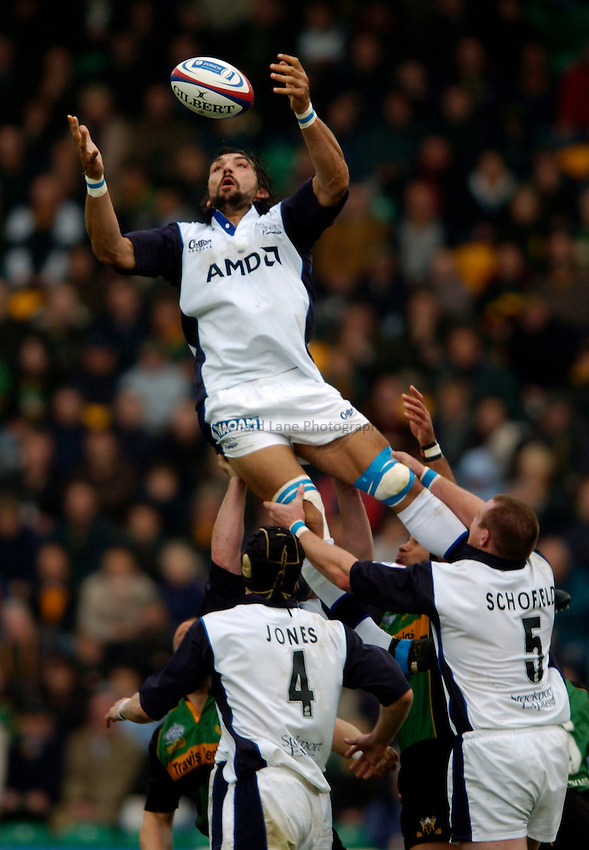 Photo. Richard Lane..Northampton Saints v Sale Sharks. 16/10/2004..Sebastien Chabal takes a lineout.