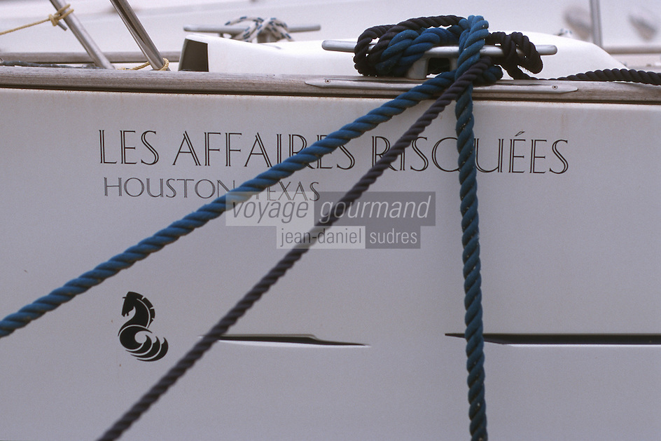 France/2B/Haute Corse/Nebbio/Saint-Florent: le port-détail d'un voilier-Tout un programme!