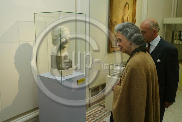 "BRUSSELS - BELGIUM - 17 NOVEMBER 2005 -- Queen Fabiola at the exhibition about ""Queen Astrids life in Belgium"".  PHOTO: ERIK LUNTANG / EUP-IMAGES.."