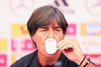 Bundestrainer Joachim Loew (Deutschland Germany) trinkt Espresso  in der Eroeffnungspressekonferenz - 24.05.2018: Pressekonferenz der Deutschen Nationalmannschaft zur WM-Vorbereitung in der Sportzone Rungg in Eppan/Südtirol