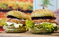Nederland Amsterdam 2020. Op de beurs zijn dit jaar veel vegetarische en vegan prodcten te proeven.   L.A. Streetfood. Vegan Avocadoburger. Plantaardig voedsel is één van de oplossingen van het stikstofprobleem.  Foto Berlinda van Dam / Hollandse Hoogte
