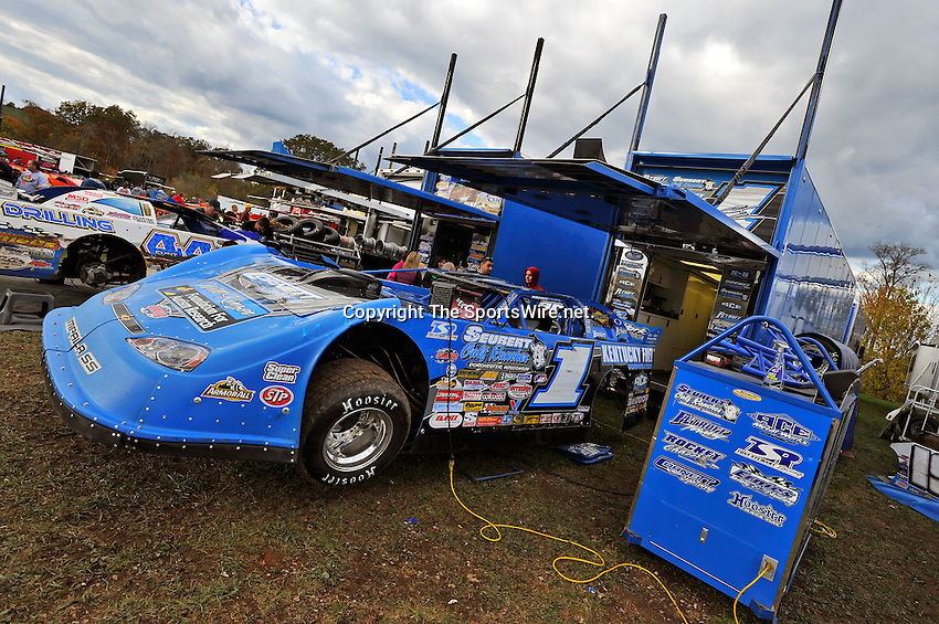Oct 15, 2010; 4:13:41 PM;Mineral Wells,WV ., USA; The 30th Annual Dirt Track World Championship dirt late models 50,000-to-win event at the West Virginia Motor Speedway.  Mandatory Credit: (thesportswire.net)