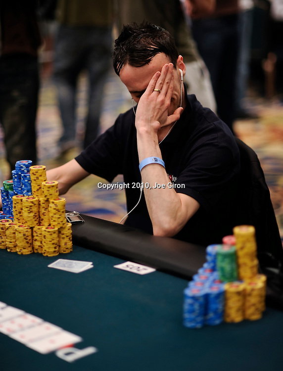 Wayne Bentley agonizes over making a call of an all in player.  He folded.