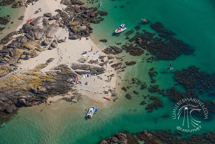 Vol au-dessus du littoral du Cotentin (Manche, Normandie, France)  Flight above the shores of Cotentin (Manche, Normandy, France)
