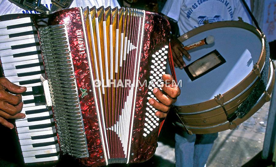 Acordeão e instrumentos musicais de forró. Foto: Renata Mello.