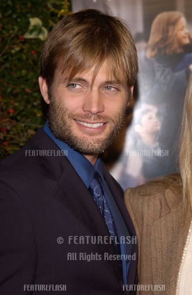 Actor CASPER VAN DIEN at the Los Angeles premiere of Evelyn..03DEC2002.  © Paul Smith / Featureflash