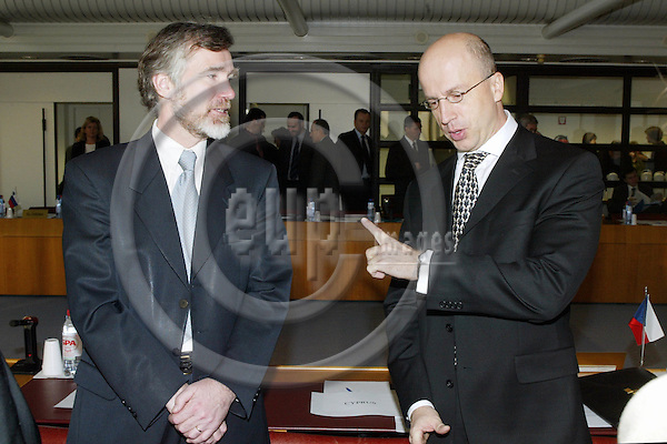 BELGIUM, Brussels / 24 January 2003--EEA negosiation between the EFTA countries, the new applicant countries and the EU-Commission..Per K. MANNES from EFTA with George GERCHIOU from Cyprus..PHOTO: JUHA ROININEN