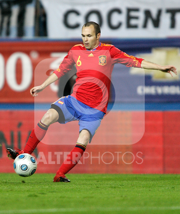 Spain's Andres Iniesta during international friendly. November 14, 2009. (ALTERPHOTOS/Alvaro Hernandez).
