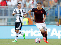 Calcio, Serie A: Roma vs Juventus. Roma, stadio Olimpico, 30 agosto 2015.<br /> Roma&rsquo;s Edin Dzeko in action during the Italian Serie A football match between Roma and Juventus at Rome's Olympic stadium, 30 August 2015.<br /> UPDATE IMAGES PRESS/Riccardo De Luca