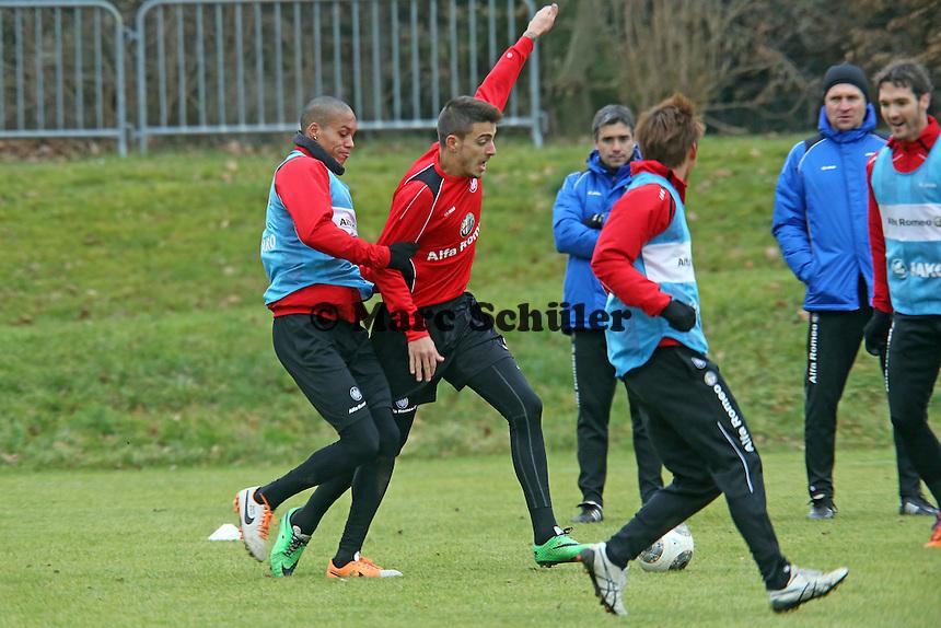 Bamba Anderson gegen Joselu (Eintracht)