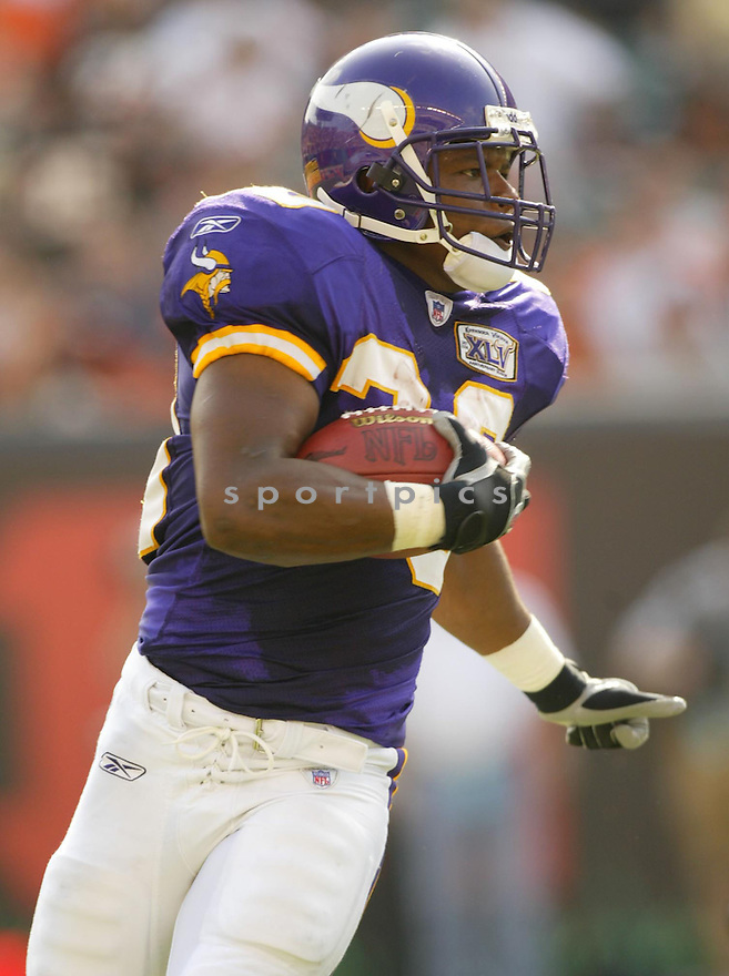 Mewelde Moore, of the Minnesota Vikings, during thier game against the Cincinnati Bengals.on September 18, 2005...Bengals win 37-8...Kevin Tanaka / SportPics