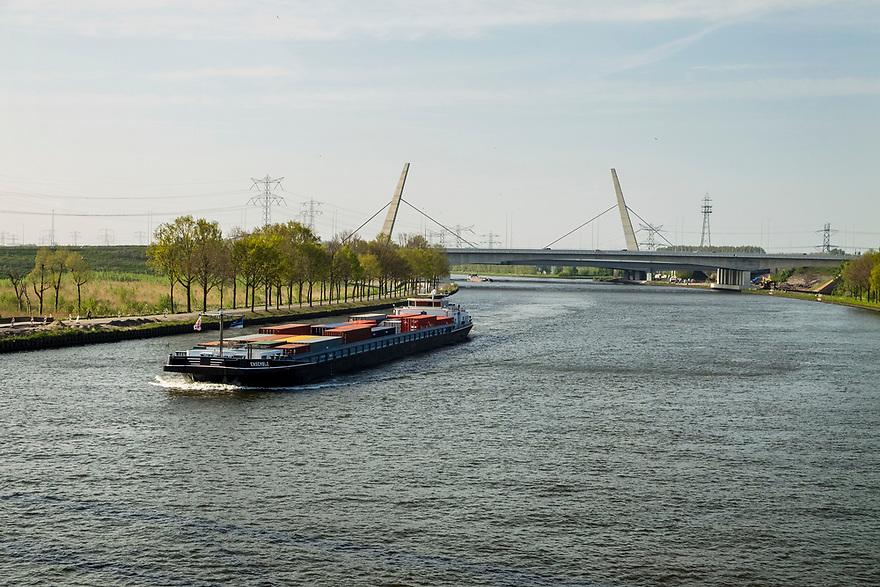 Nederland, Amsterdam, 20170506<br /> Amsterdam-Rijnkanaal bij Muiden.<br /> <br /> Foto: (c) Michiel Wijnbergh
