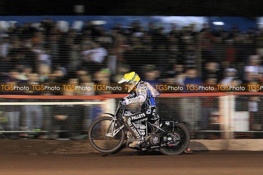 Heat 12: Darcy Ward in action in front of a bumper crowd - Lee Richardson Memorial Speedway Meeting at Arena Essex Raceway, Purfleet - 28/09/12 - MANDATORY CREDIT: Gavin Ellis/TGSPHOTO - Self billing applies where appropriate - 0845 094 6026 - contact@tgsphoto.co.uk - NO UNPAID USE.