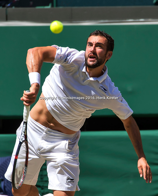 London, England, 6 th July, 2016, Tennis, Wimbledon, Quarter final men, Marin Cilic (CRO) serves the ball during his match against Roger Federer (SUI)<br /> Photo: Henk Koster/tennisimages.com
