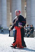 Continuano gli incontri dei cardinali per trovare l'accordo sulla data dell'inizio del Conclave che porterà all'elezione del nuovo Papa dopo le dimissioni di Benedetto XVI. Il cardinale Thomas Christopher Collins in Piazza San Pietro.