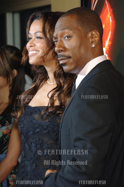 "EDDIE MURPHY & girlfriend TRACEY EDMONDS at the Los Angeles premiere of his new movie ""Dreamgirls"" at the Wilshire Theatre..December 11, 2006  Los Angeles, CA.Picture: Paul Smith / Featureflash"