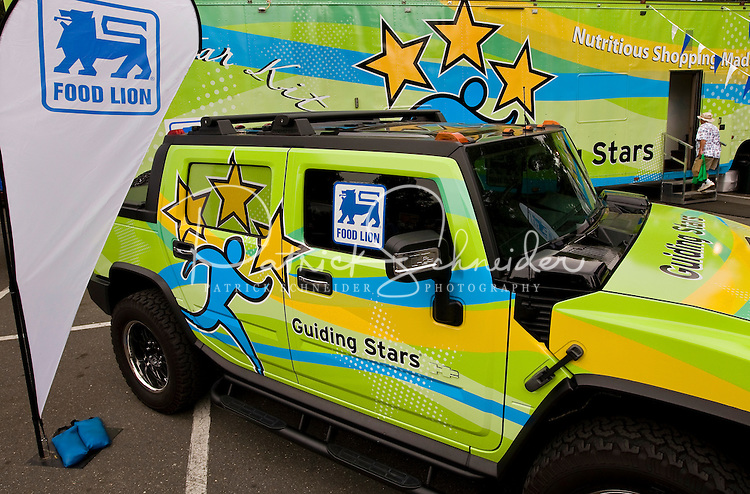 """To complement the recent launch of the Guiding Stars Nutrition.Navigation System throughout its Food Lion and Bloom stores, Food Lion LLC rolled out a mobile marketing tour called the """"Guiding.Stars 3 Star Kitchen"""" that traveled to stores and community events throughout four states and the District of Columbia.this summer and fall.."""